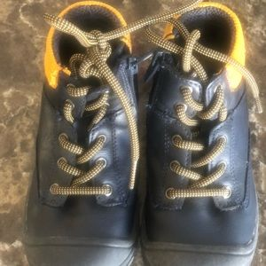 Other - ⭐️ 2 for $10. boy's water resistant boots. Size 9.
